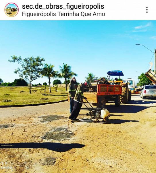 Manutenção das vias urbanas do Município de Figueirópolis-TO. Gestão 2021-2024. Prefeita Jakeline Pereira e Jaime Soares.