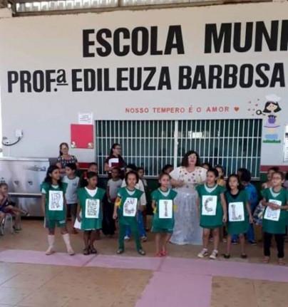 Segunda Culminância de Projetos da Escola Municipal Prfª  Edileuza Barbosa da Silva Santos -  Tema: Ações dos Projetos : Família, Reciclagem, Poluição e Meio Ambiente e profissões dos pais.