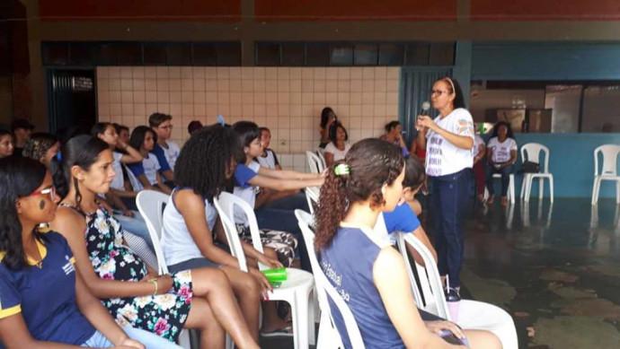 """Secretarias Municipais de Saúde e Assistência Social realizaram palestras sobre """"GRAVIDEZ NA ADOLESCÊNCIA"""