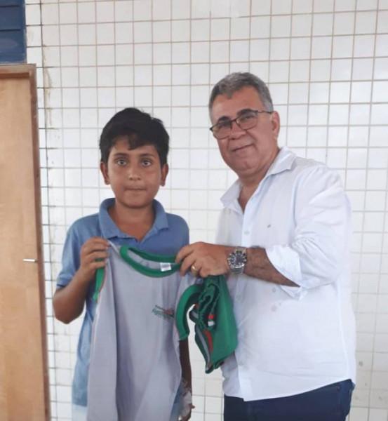 Prefeitura  de Figueirópolis-TO/Sec. Educação, entregam uniformes escolares para Rede Municipal de ensino.