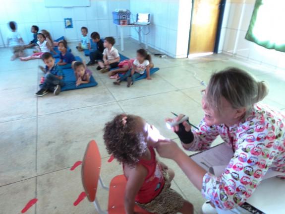 Secretaria Municipal de Saúde- Ano 2017/2018- Prefeitura de Figueirópolis-TO. Atividade odontológica infantil, no  Centro Municipal Profª Maria da Glória Cabral Moreno-CMEI.
